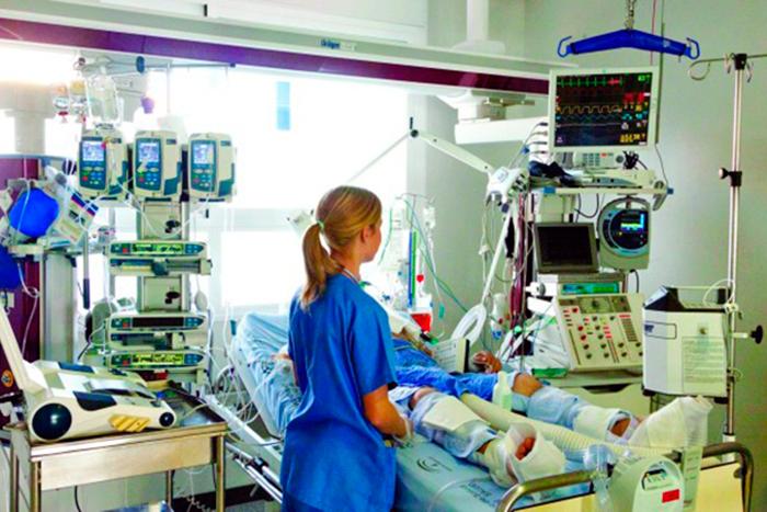 Foto de una sala de cuidados intensivos