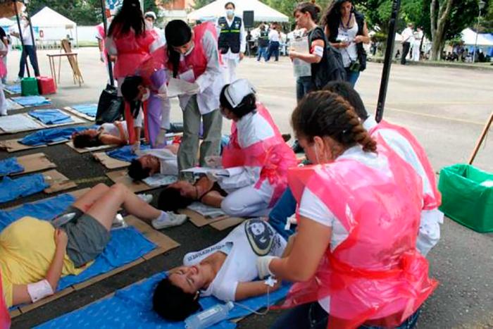 Enfermeras tratando a pacientes
