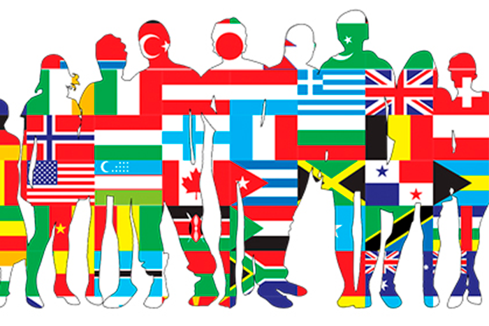 Muchas personas de pie con las banderas del mundo, simulando miles de idiomas